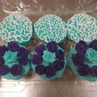 16002 Blue and Purple Cupcakes that Match the Cake